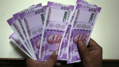 വര്ഷങ്ങള്ക്ക് മുമ്പ് മരിച്ചയാളുടെ അക്കൗണ്ടില് നിന്ന് 25.8 ലക്ഷം അടിച്ചു മാറ്റി