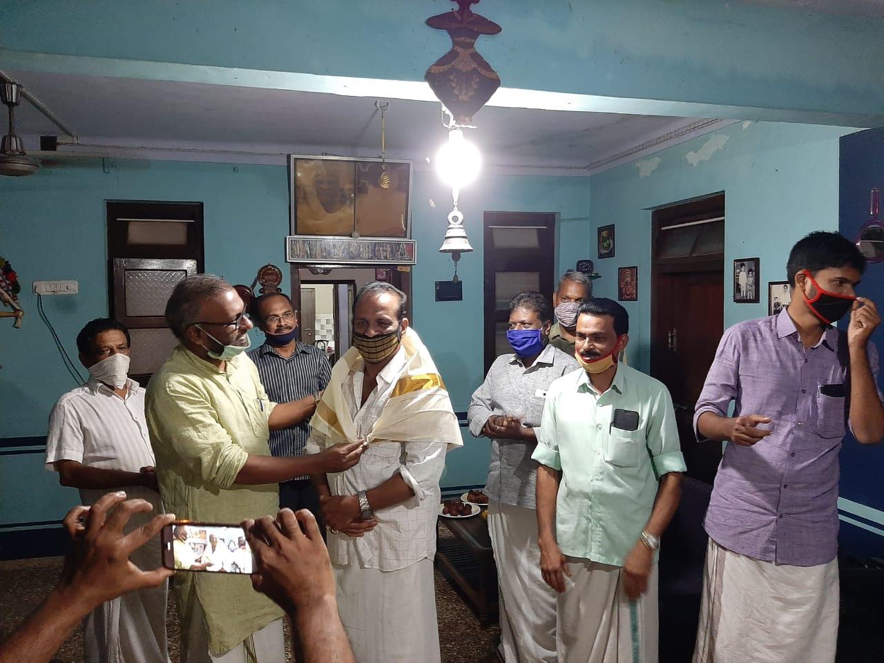 എം ടി രാജേന്ദ്രകുമാർ മാസ്റ്റർക് രാജീവ് ഗാന്ധി റിലീഫ് ഫൌണ്ടേഷൻ പൂക്കരത്തറ സ്നേഹാദരം പരിപാടി സംഘടിപ്പിച്ചു