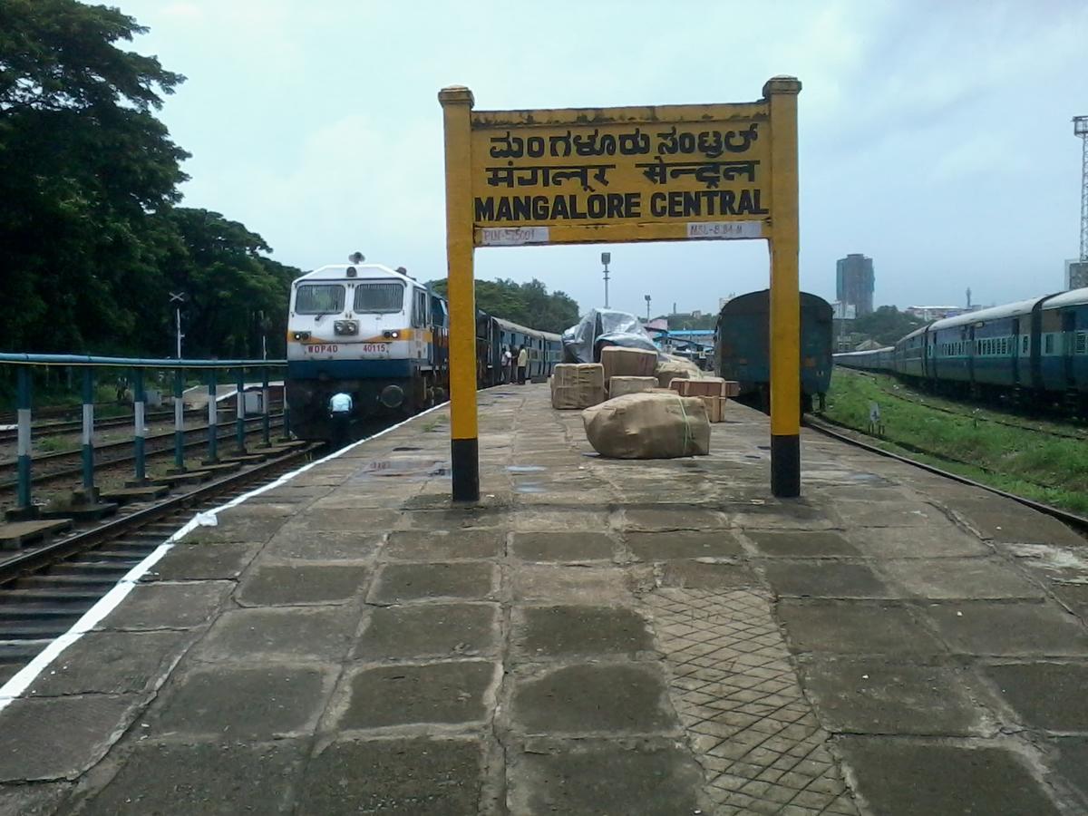 മംഗലുരു സെൻട്രൽ റെയിൽവേ സ്റ്റേഷൻ ജീവനക്കാർ കോവിഡ് ഭീതിയില്