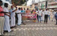 മലപ്പുറം ജില്ലാ സഹകരണ ബാങ്കിലെ ജീവനക്കാര്  പണിമുടക്കി