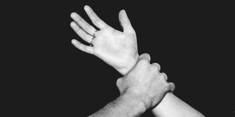 രണ്ട് യുവാക്കള് കൊച്ചിയിലെ ഷോപ്പിങ് മാളിൽവെച്ച് അപമാനിക്കാൻ ശ്രമിച്ചതായി യുവനടി