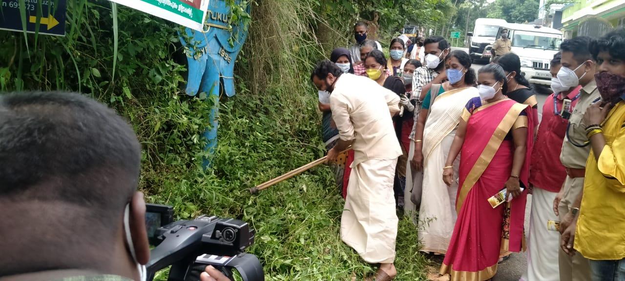 ഓണാഘോഷം: പാതയോര ശുചീകരണവുമായി റാഫ് വോളണ്ടിയർമാർ മാതൃക കാട്ടി